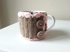 szydełkowe ubranko na kubek, video tutorial Mugs, Tableware, Crocheting, Youtube, Crochet Hooks, Dinnerware, Ganchillo, Tumbler, Dishes