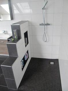 Heinrich Wohnraumveredelung » Bad in schwarz-weiß mit ebenerdiger Behindertengerechter Dusche