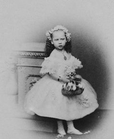 Here a beautiful image of Pss Beatrice of England , the youngest daughter of Queen Victoria, the day of the wedding of her sibling, Bertie