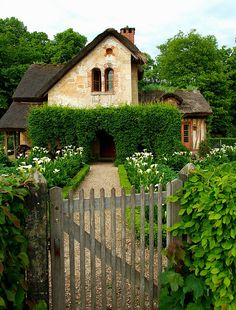 Imagine living in a cottage like this!  It would be like a fairytale.  Can't you just picture the forest creatures coming to help you dress and sew and bake...