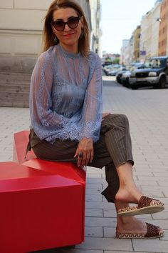 Pingmechic inspiration outfit for women over 40 & over 50. #fashionstyleover50 #womenstyleover40