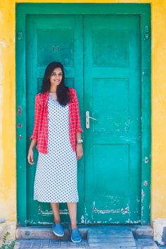 Sewing Clothes Jackets Winter 28 New Ideas Casual Gowns, Casual Frocks, Indian Designer Outfits, Indian Outfits, Designer Dresses, Kurta Designs Women, Blouse Designs, Kaftan, Frock Dress