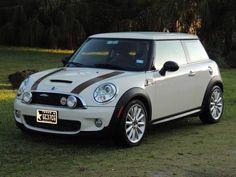 2010 MINI Cooper S- my perfect car white outlined in black Mini Cooper S, Dirt Track Racing, Drag Racing, Auto Racing, Aston Martin, My Dream Car, Dream Cars, Classic Mini, Classic Cars