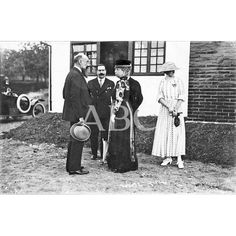 """/08/1917 LOS DEPORTES EN SAN SEBASTIÁN. S.M. LA REINA DOÑA MARÍA CRISTINA EN SU VISITA OFICIAL INAUGURAL AL """"CHALET"""" Y CAMPO DEL """"GOLF"""": Descarga y compra fotografías históricas en   abcfoto.abc.es"""