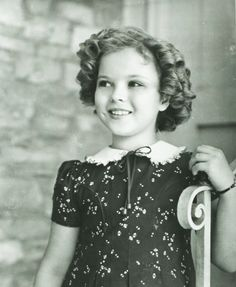 Old Hollywood- Shirley Temple what a fabulous role model RIP beautiful lady Old Hollywood Actresses, Hollywood Icons, Old Hollywood Glamour, Golden Age Of Hollywood, Vintage Hollywood, Hollywood Stars, Classic Hollywood, Classic Actresses, Vintage Glam