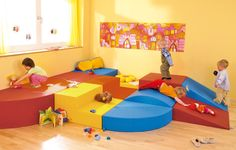 128355 - Kindergarten staging system by HABA France Kindergarten, Preschool Classroom, Basement Remodel Diy, Basement Remodeling, Toddler Playroom, Toddler Bed, Decoration Creche, Micro Creche, Early Childhood Education