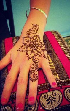 Simple henna flower