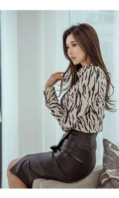 Satin Skirt, Dress Skirt, Hobble Skirt, Pretty Korean Girls, Sexy Blouse, Girls Uniforms, Satin Blouses, Fashion Outfits, Womens Fashion