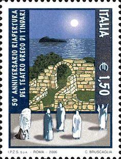 2006 - 50º anniversario riapertura del teatro greco di Tindari (Sicilia) - sullo sfondo, resti del Teatro, il Mar Tirreno ed il profilo di una delle Isole Eolie; in primo piano, degli attori.