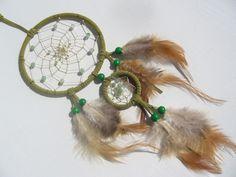 Grüner Traumfänger mit Aventurin Kugeln von Traumnetz.com  - Kraft der Steine   Besondere Geschenke auf DaWanda.com