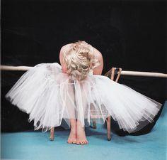 Marilyn Monroe Ballerina Shoot 1954 <3 Awww she so cute!!! - Jess (by ohkaylaa, via Flickr)