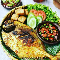 Resep masakan Padang asli Instagram Spicy Recipes, Fish Recipes, Asian Recipes, Cooking Recipes, Healthy Recipes, Ethnic Recipes, Indonesian Recipes, Healthy Meals, Indonesian Food Traditional