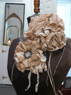 Love fabric flowers!