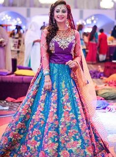 cute lehenga for your wedding preparations. Pakistani Mehndi Dress, Dulhan Dress, Bridal Mehndi Dresses, Walima Dress, Pakistani Bridal Wear, Pakistani Wedding Dresses, Pakistani Outfits, Bridal Lehenga, Shadi Dresses