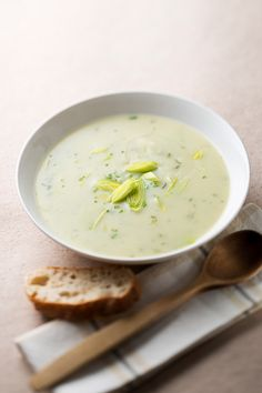 broccoli potato leek soup recipe-just made this-absolutely AMAZING. No cream & absolutely delicious!