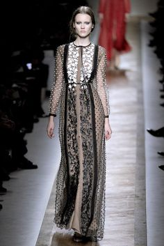 Valentino Spring 2011 Ready-to-Wear Collection Photos - Vogue