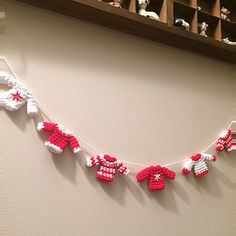Tiny Christmas Jumper Garland Crochet pattern by Flo and Dot Jumper Patterns, Cool Patterns, Knitting Patterns Free, Free Knitting, Free Crochet, Crochet Ideas, Mittens Pattern, Crochet Gifts, Knitting Ideas