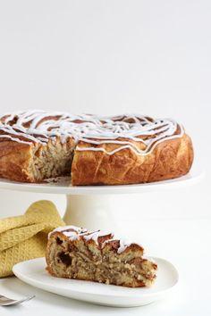 Kæmpekanelsnegl, kanelsnegle i kingsize - Bagvrk. Danish Dessert, Pie Tops, Food Cakes, Bread Baking, Banana Bread, Cake Recipes, Brunch, Food And Drink, Sweets