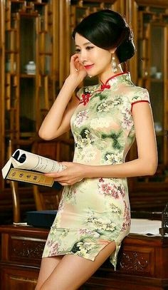 Traditional Fashion, Traditional Dresses, Chinese Dress Cheongsam, Asian Style Dress, Oriental Dress, How To Pose, Beautiful Asian Women, Sexy Asian Girls, Tight Dresses