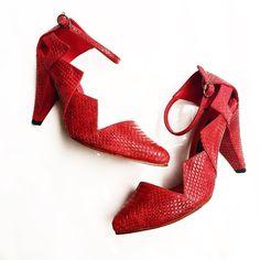 """""""Zapatos listos para entregar ! #ilemirandamadetoOrder Tengo una fijación por la piel con textura de serpiente  """""""