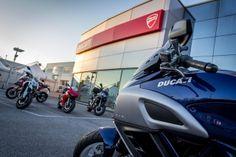 Tutta la gamma Ducati aspetta gli appassionati nel piazzale esterno dello store per consentire a chiunque di effettuare un test-ride sulla moto dei suoi sogni