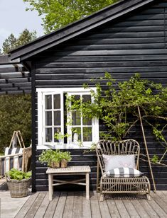 Tine Kjeldsen's Summerhouse in North Zealand black, white, weather-brown/gray and growing green! Tine Kjeldsen's Summerhouse in North Zealand - NordicDesign Outdoor Spaces, Outdoor Living, Outdoor Decor, Style Cottage, White Cottage, Cottage Homes, Pergola, Summer Cabins, Black House