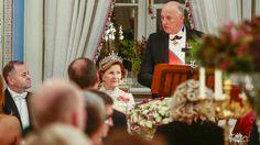 27.10. 2016 - Kongen skjøt stortingsmiddagen selv. Dronningen bruker dronning Mauds perletiara under årets  gallamiddagen for stortingsrepresentantene.