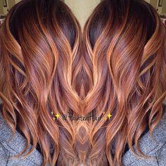 Honey carmel blend by hair color dyed hair. Pretty Hair Color, Hair Color And Cut, Cabelo Rose Gold, Brown Blonde Hair, Hair Dye Colors, Hair Painting, Great Hair, Fall Hair, Gorgeous Hair