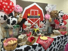 Barnyard Themed First Birthday Party ~ Everything Home MagazineYou can find Barnyard party and more on our website.Barnyard Themed First Birthday Party ~ Everything Home Magazine Party Animals, Farm Animal Party, Farm Animal Birthday, Barnyard Party, 1st Boy Birthday, Farm Themed Party, Cowboy Birthday Party, Pirate Party, First Birthday Party Themes