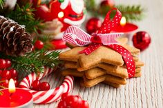 Party Supplies Christmas 20 Paper Lunch Napkins Sweets Of December Cookies Red Candy Cane & Garden Christmas Desserts, Christmas Cookies, Christmas Ornaments, Christmas Windows, Christmas Napkins, Xmas, Red Candy, Candy Cane, Biscuits Sans Lactose