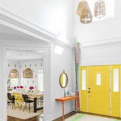 Hello yellow! Loving this light and bright entrance from @susana.chango via our #howihue feed. #regram