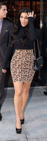 Who made Kim Kardashian's black turtle neck top, leopard print skirt, black purse and pumps that she wore in New York? Passion For Fashion, Love Fashion, Girl Fashion, Womens Fashion, Urban Fashion, Fashion News, Style Fashion, Kim K Style, My Style