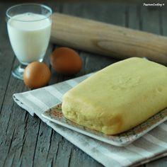 Pasta frolla che non si rompe, con latte e bicarbonato.  http://blog.giallozafferano.it/passionecooking/pasta-frolla-latte-bicarbonato/