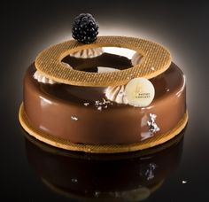 Gourmet Desserts, Sweets Recipes, Plated Desserts, Super Torte, Caramel Pecan, Types Of Cakes, Mousse Cake, Pastry Cake, Sweet Cakes