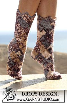 """Ravelry: 105-43 socks in domino diamonds in """"Fabel"""" pattern by DROPS design #knit #free_pattern"""