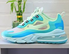 Mens Nike Air Max 270 React vert turquoise et bleue Nike Air Max, Mens Nike Air, Nike Men, Sneakers Fashion, Fashion Shoes, Women's Fashion, Air Max Sneakers, Sneakers Nike, Vert Turquoise