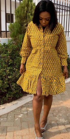 African Print Fashion, African Fashion Dresses, African Wear, African Dress, Nigerian Lace Dress, Short Ankara Dresses, Pattern Fashion, Diy Clothes, Dresses With Sleeves