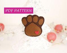 PDF zampa ornamento in feltro, tutorial zampetta cane fai da te, istruzioni passo per passo, albero di Natale, amante dei cani, cartamodello