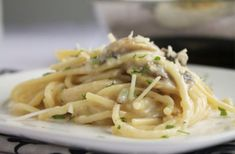 Creamy Mushroom and Garlic Sauce for spaghetti Pasta Garlic Mushroom Sauce, Creamy Mushroom Pasta, Creamy Garlic Mushrooms, Garlic Pasta, Garlic Sauce, Pasta Recipes, Cooking Recipes, Sauce Recipes, Pasta Dishes