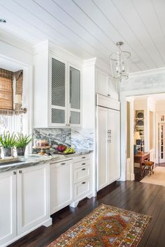 An Artful Charlotte Update - Southern Home Magazine, runner, white, ceiling White Home Decor, Black Decor, Interior Design Tools, Design Projects, Diy Design, Traditional Home Magazine, Kitchen Breakfast Nooks, Welcome To My House, Disney Home Decor