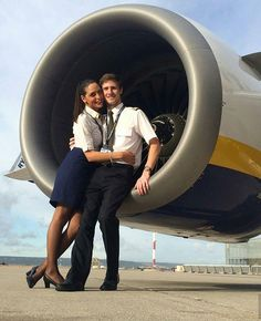 Couple goals When you are a couple and you fly for the same airline, on the same aircraft, on the same flight! Ryanair Boeing pilot and his girlfriend(Ryanair Cabin Crew) at Marseille intl. Roi Mohamed 6, Cabin Crew Jobs, Pilot Uniform, Airplane Photography, Flight Attendant Life, Airplane Pilot, Female Pilot, Aircraft Pictures, Couple Goals
