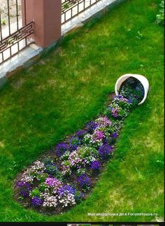 There are lots of affordable backyard landscaping ideas you can look into. For a backyard landscape upgrade, you don't need to spend so much cash to get an outdoor look that is easy and affordable. Garden Yard Ideas, Garden Projects, Garden Art, Garden Club, Summer Garden, Backyard Ideas, Front Yard Landscaping, Landscaping Ideas, Beautiful Gardens