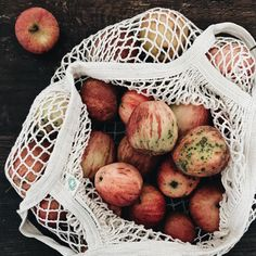 Finding and celebrating heiter (joyful) moments in autum. Discover prompts, DIY, pear cake, an exercise to reflect and more. Create This Book, I Am Amazing, Return To Work, Joyful, Homemaking, Autumn, Fall, Pear Cake, In This Moment