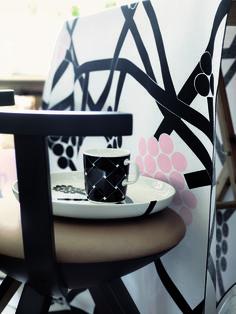Textiles y estampados Marimekko Marimekko, Scandinavian Living, Scandinavian Design, Textiles, Nordic Design, Katana, Home Collections, End Tables, Branding Design