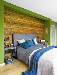 Drewniana ściana za łóżkiem
