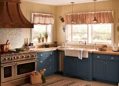Top 10 Wall Paint Colors To Elevate Your Kitchen Space Best Kitchen Colors, Kitchen Paint Colors, Kitchen Themes, White Shaker Kitchen, White Shaker Cabinets, Blue Cabinets, Kitchen Cabinets, Best Paint Colors, Wall Paint Colors