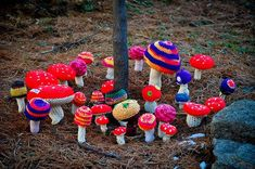 Mushroom Yarn Bomb! Yarn Bombing, Knitting Yarn, Knitting Patterns, Crochet Patterns, Art Au Crochet, Knit Crochet, Diy Craft Projects, Crochet Projects, Guerilla Knitting