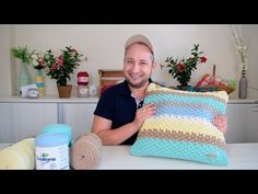 Crochet Mat, Tunisian Crochet, Chrochet, Crochet Stitches, Baby Boy Knitting Patterns, Diy And Crafts, Blanket, Pillows, Crochet Baby Dresses