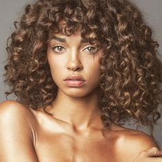 How To Get Bangs With Naturally Curly Hair - Kitchens Design, Ideas And Renovation Curly Hair Fringe, Curly Hair With Bangs, Curly Hair Cuts, Short Curly Hair, Hairstyles With Bangs, Curly Hair Styles, Natural Hair Styles, Curly Girl, Hair Hacks