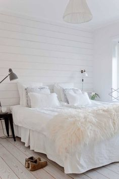 Sovrum_2an_MaliniLinkoping Shabby Bedroom, Dream Bedroom, Home Bedroom, Diy Bedroom Decor, Home Decor, Interior Cladding, Awesome Bedrooms, Cozy House, Furniture